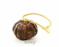 1900's Japanese Makie Lacquer Dried Tangerine Orange Peel Skin Fly Manju Netsuke