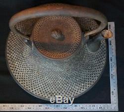 Japan Nambu Tetsubin Fuji iron kettle sand cast 1900s Japanese metal craft